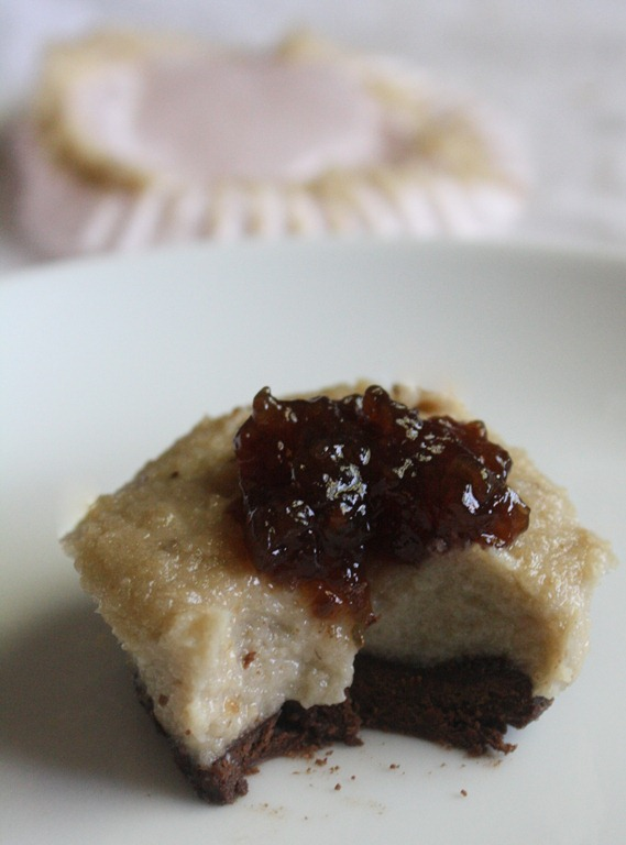 Mini Raw Cheesecake With Chocolate Shortbread Crust | The Wannabe Chef