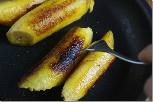how-to-fry-plantains-turning