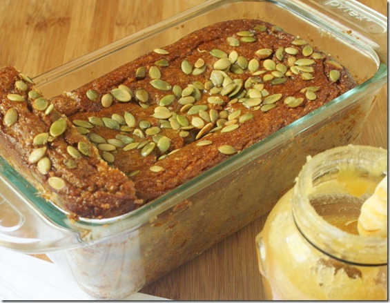 almond-flour-pumpkin-bread-loaf