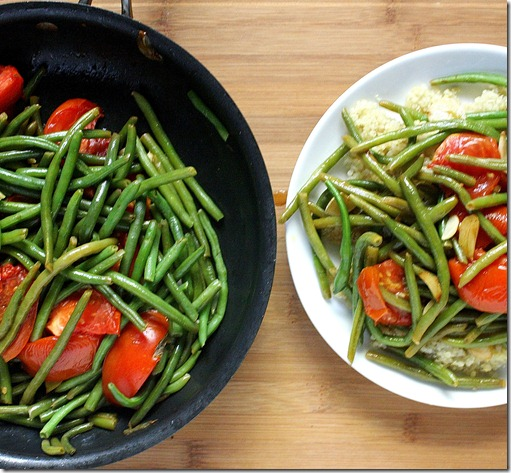 green-beans-with-garlic-and-tomatoes-pan-and-plate