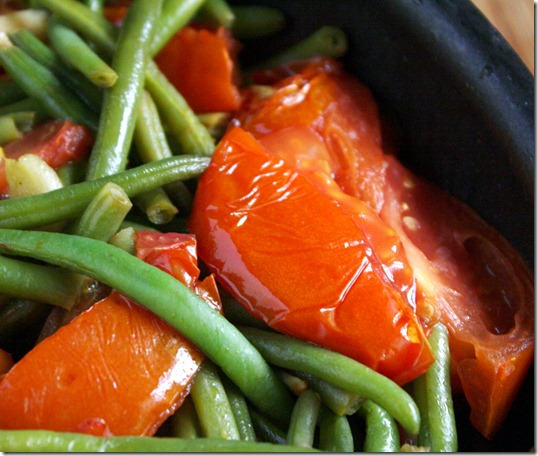green-beans-with-garlic-and-tomatoes-tomatoes