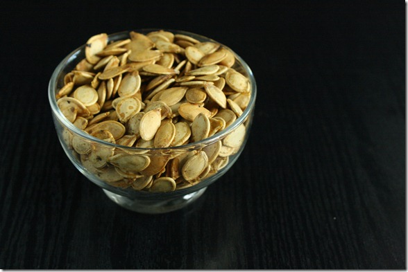 salt-and-pepper-pumpkin-seeds-bowl
