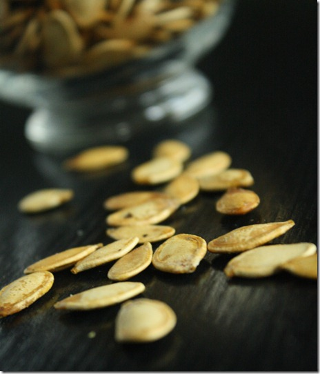salt-and-pepper-pumpkin-seeds-close-up