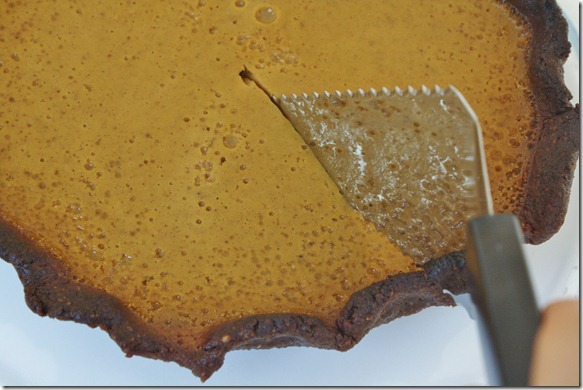 paleo-pumpkin-pie-slicing