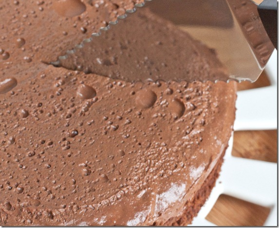 new-years-eve-chocolate-cake-slicing