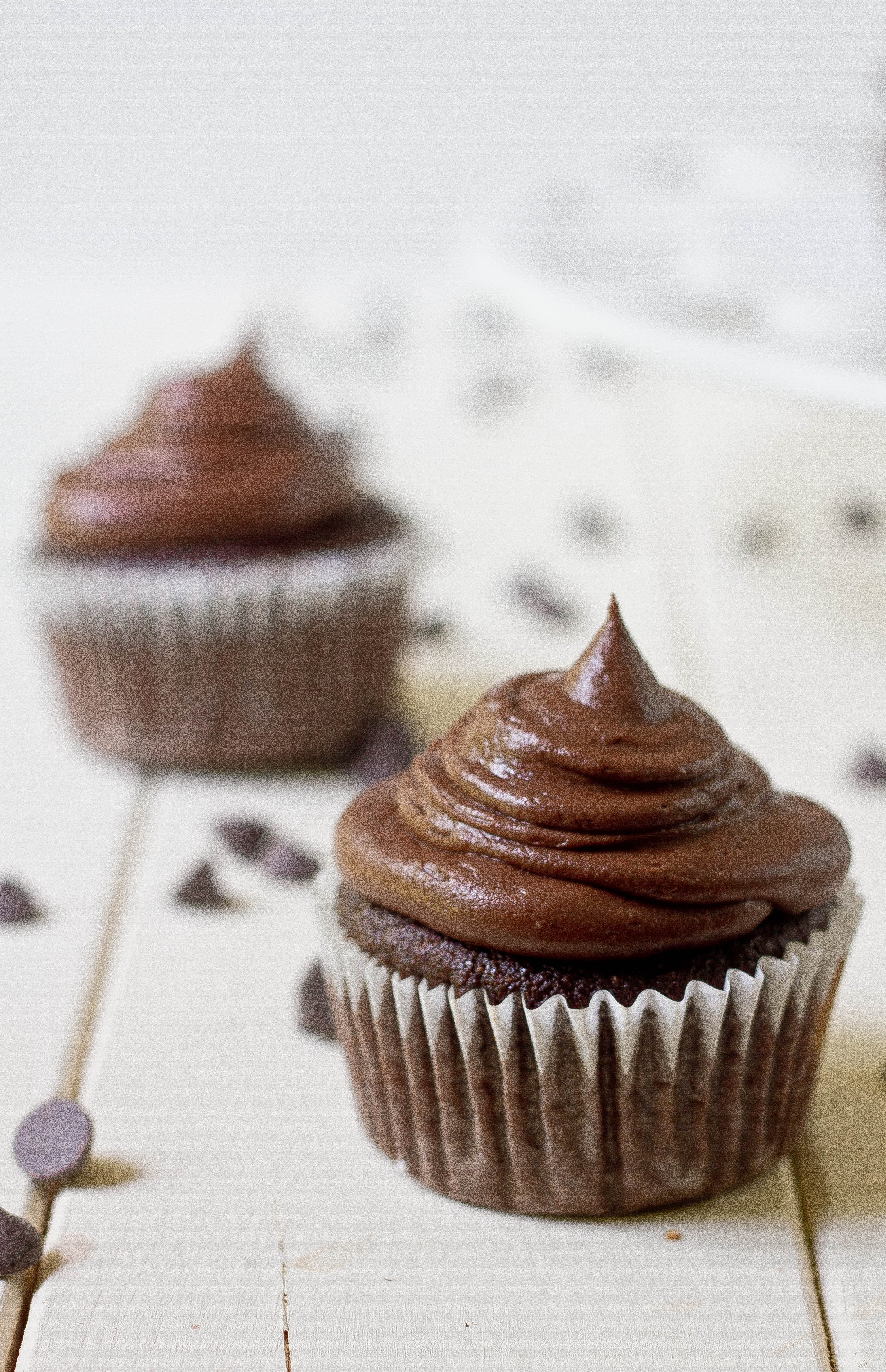 ... super moist low fat chocolate cupcakes with chocolate glaze paleo
