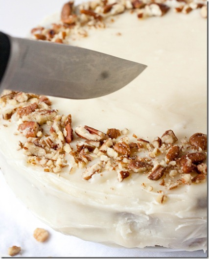 gluten-free-carrot-cake-with-cream-cheese-frosting-slicing