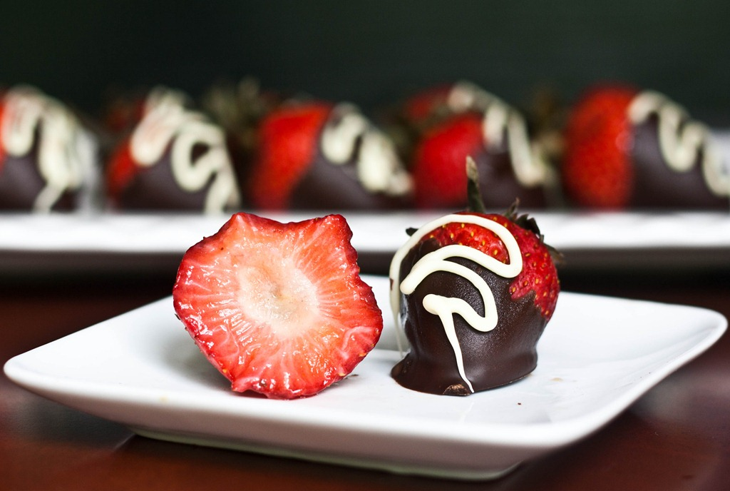 How To Put The White Swirl On Chocolate Covered Strawberries