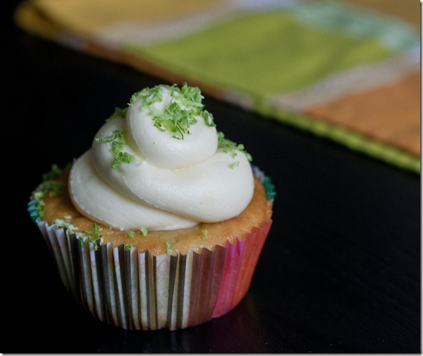lime-in-the-coconut-cupcakes-serving