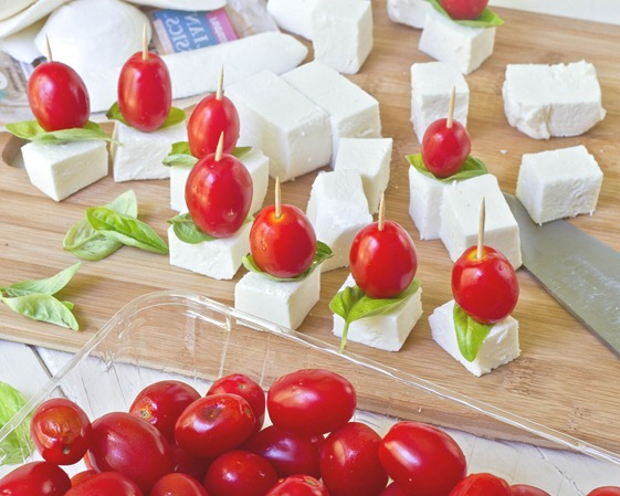 Mini-Caprese-Salad-Bites-Assembly