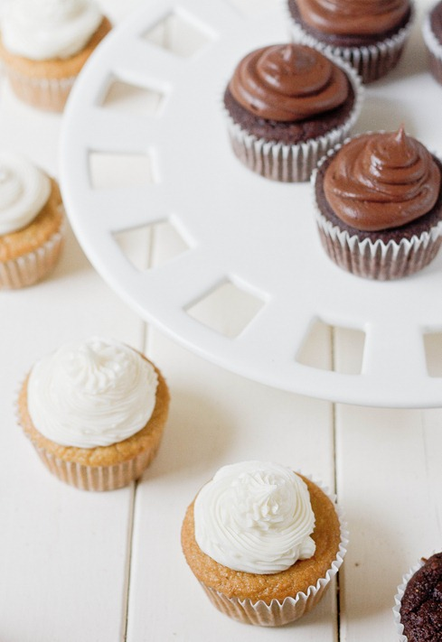 Paleo Chocolate and Vanilla cupcakes1