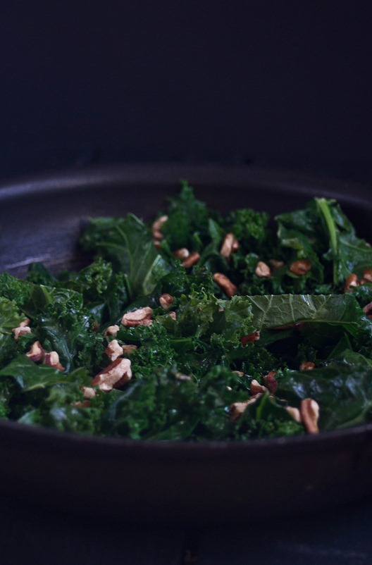 Sautéed Kale with Pecans Pan