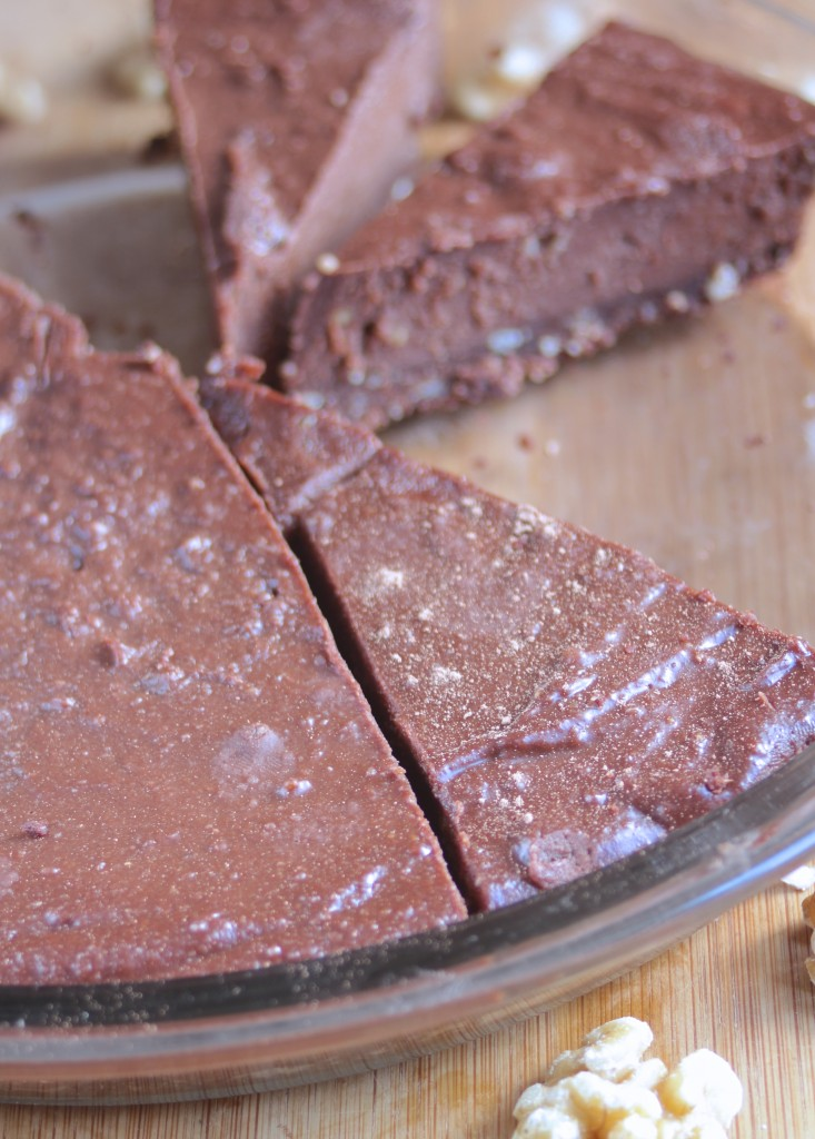 Rich raw chocolate fudge pie